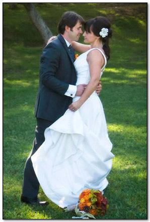 spontaneous fun emotional romantic wedding photography